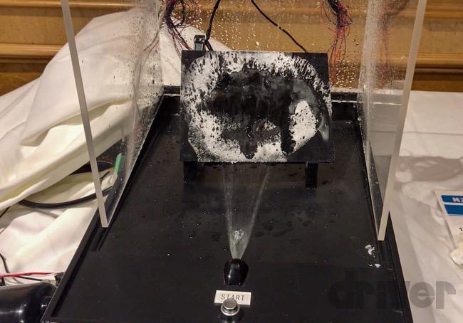 ●温水を噴射するので、すぐさま霜が溶けていく