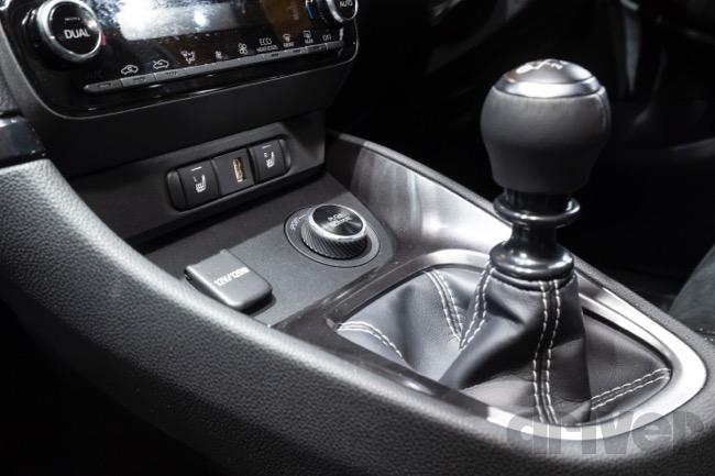 ●4WDモードスイッチはドライブスタイルや路面状況に応じて前後トルク配分をアクティブに制御。モードはノーマル[60:40]、スポーツ[30:70]、トラック[50:50]から選択