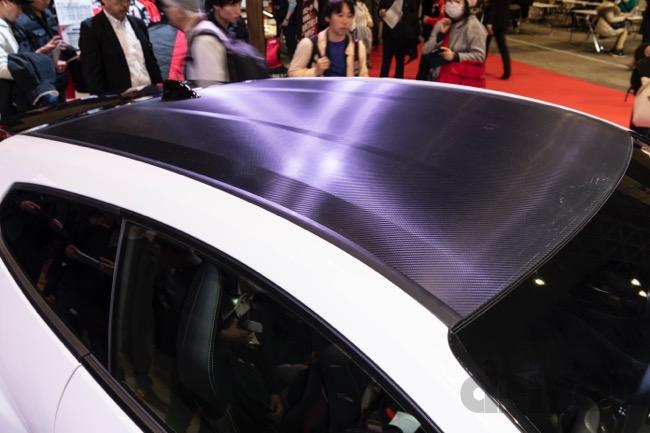 ●ボンネット、ドア、リヤハッチなどの蓋物はすべてアルミ製で軽量化。ルーフはカーボン製だが、安価なものづくりにチャレンジしている