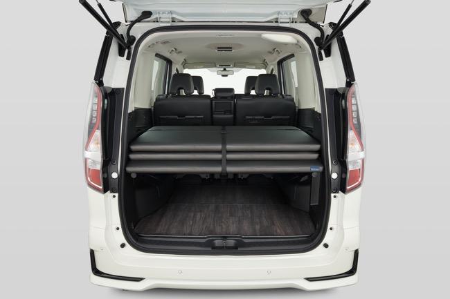 ●ベッドボードを荷室スペースに収納した状態。下の空間に荷物の積載も可能だ