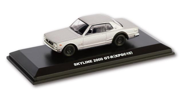 ●京商製1/64スケールミニカーが付属。シルバーボディにリヤウイングのない郵便局限定販売仕様だ