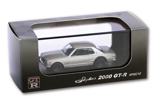 ●京商製1/64スケール「スカイライン2000GT(KPGC10)」はディスプレー用クリアケースと紙製パッケージに収められる