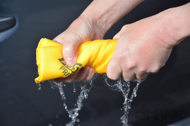●驚くべき吸水性を誇る。しかも含んだ水は軽く絞るだけで簡単に切れるので使いやすい