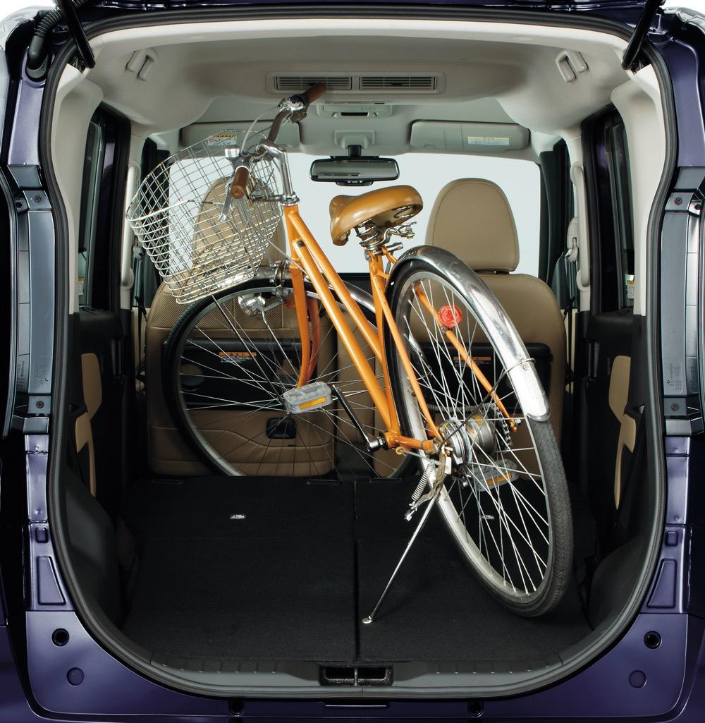 ●後席を前倒しすれば自転車まで積み込める