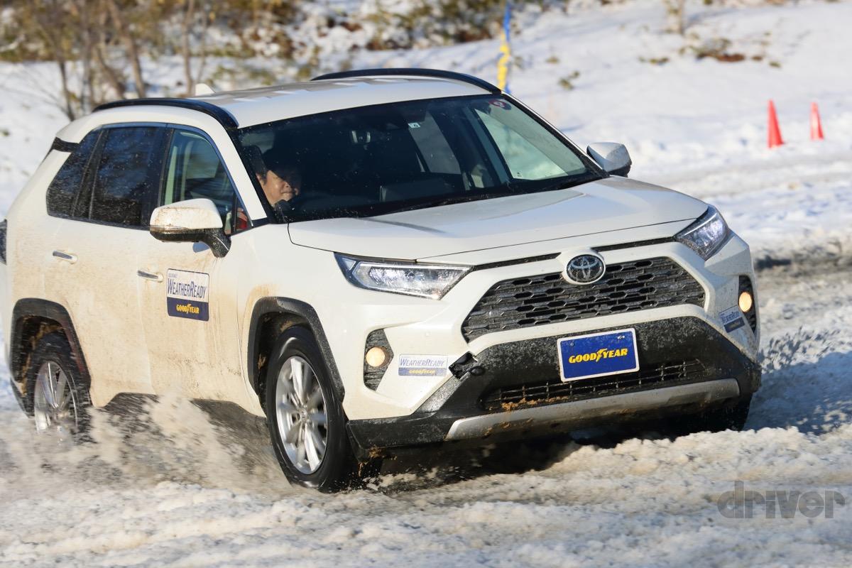 ●雪道だけでなく、キャンプ場の未舗装路や濡れた芝生でもオールシーズンタイヤは安心感が高い